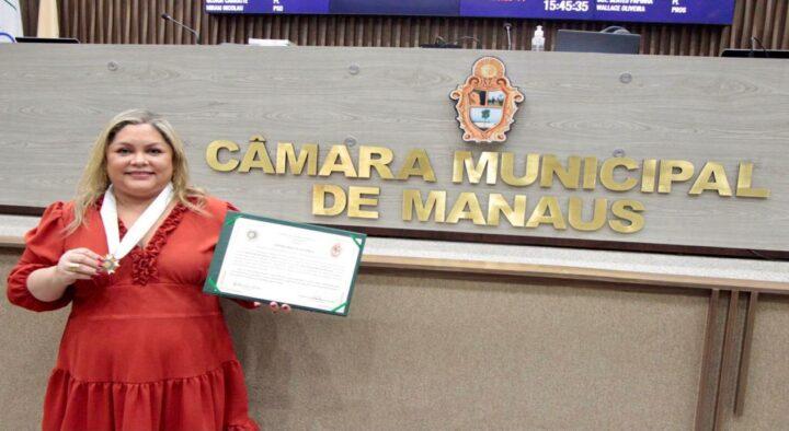 CMM concede Medalha de Ouro Cidade de Manaus à juíza Rebeca de Mendonça Lima