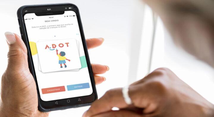 Adolescentes conseguem adoção por meio do aplicativo A.DOT
